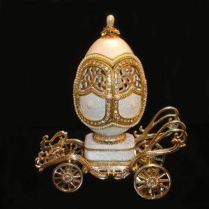 Love-Love-Love-Musical-Egg-Wedding-Carriage