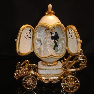 Love-Love-Love-Musical-Egg-Wedding-Carriage-opened