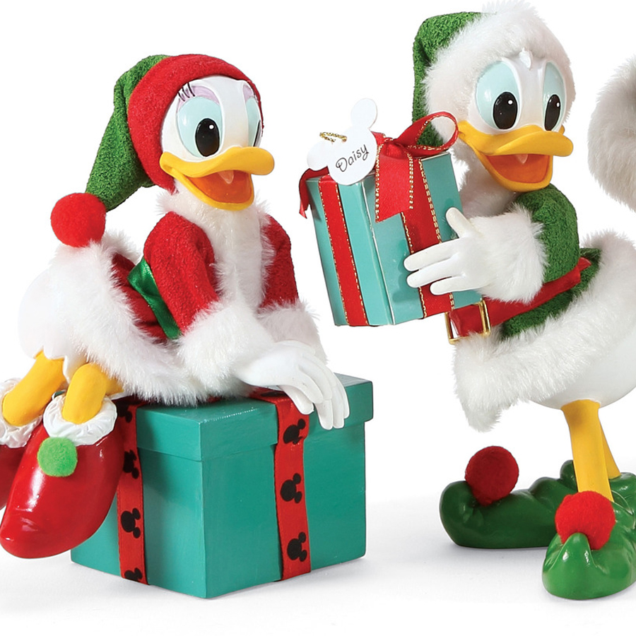 Donald-Santa's-Helpers-close-up